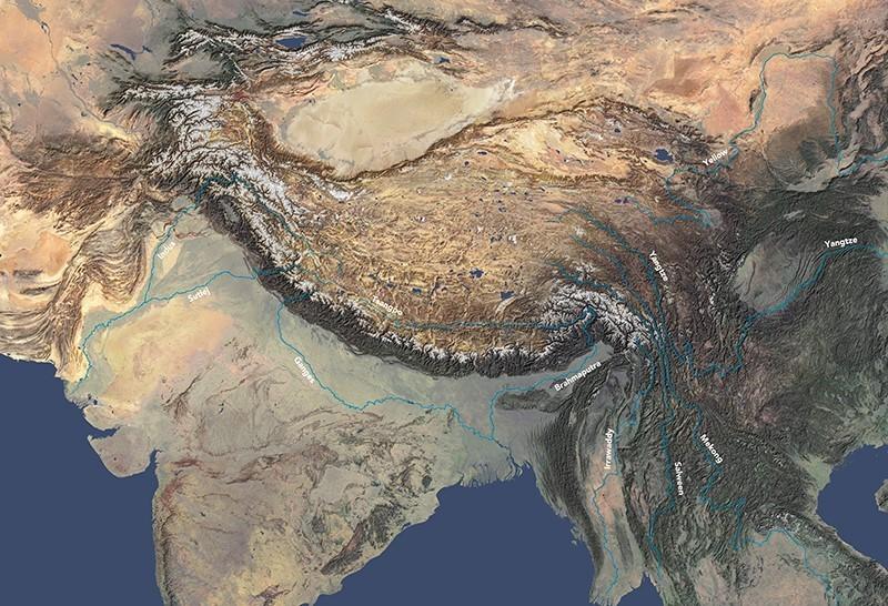 A Himalája térsége és az onnan eredő folyókat mutató műholdas képe.