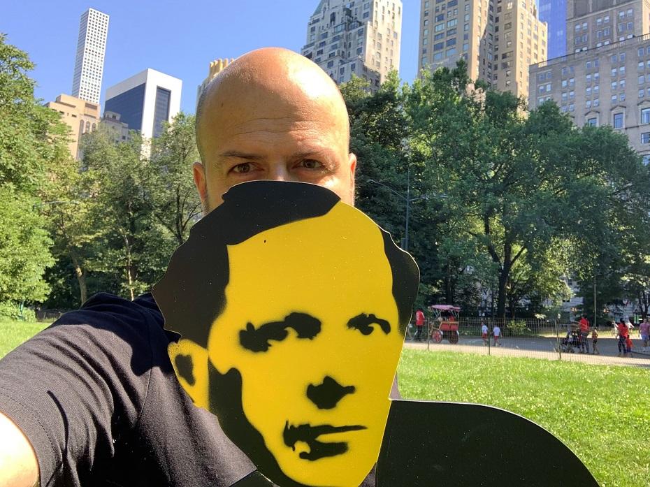 Weiler Péter képzőművész, író, aki elvezet minket a non-fungible tokenek (röviden NFT) világába